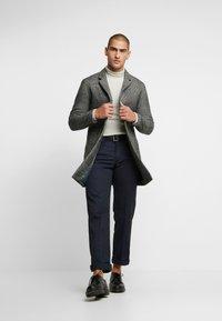 Jack & Jones PREMIUM - JPRMOULDER CHECK COAT - Classic coat - grey melange - 1
