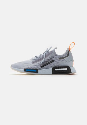 NMD_R1 SPECTOO UNISEX  - Sneakers basse - halo silver/core black