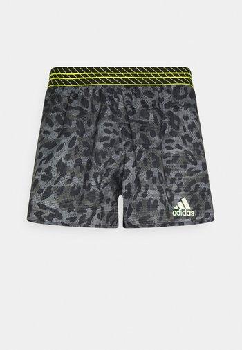 PROMO ADIZERO SPLIT PRIMEGREEN RUNNING SHORTS - Pantalón corto de deporte - grey six