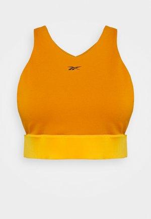 STUDIO NEW BEYOND THE SWEAT CROPPED - Medium support sports bra - radiant ochre