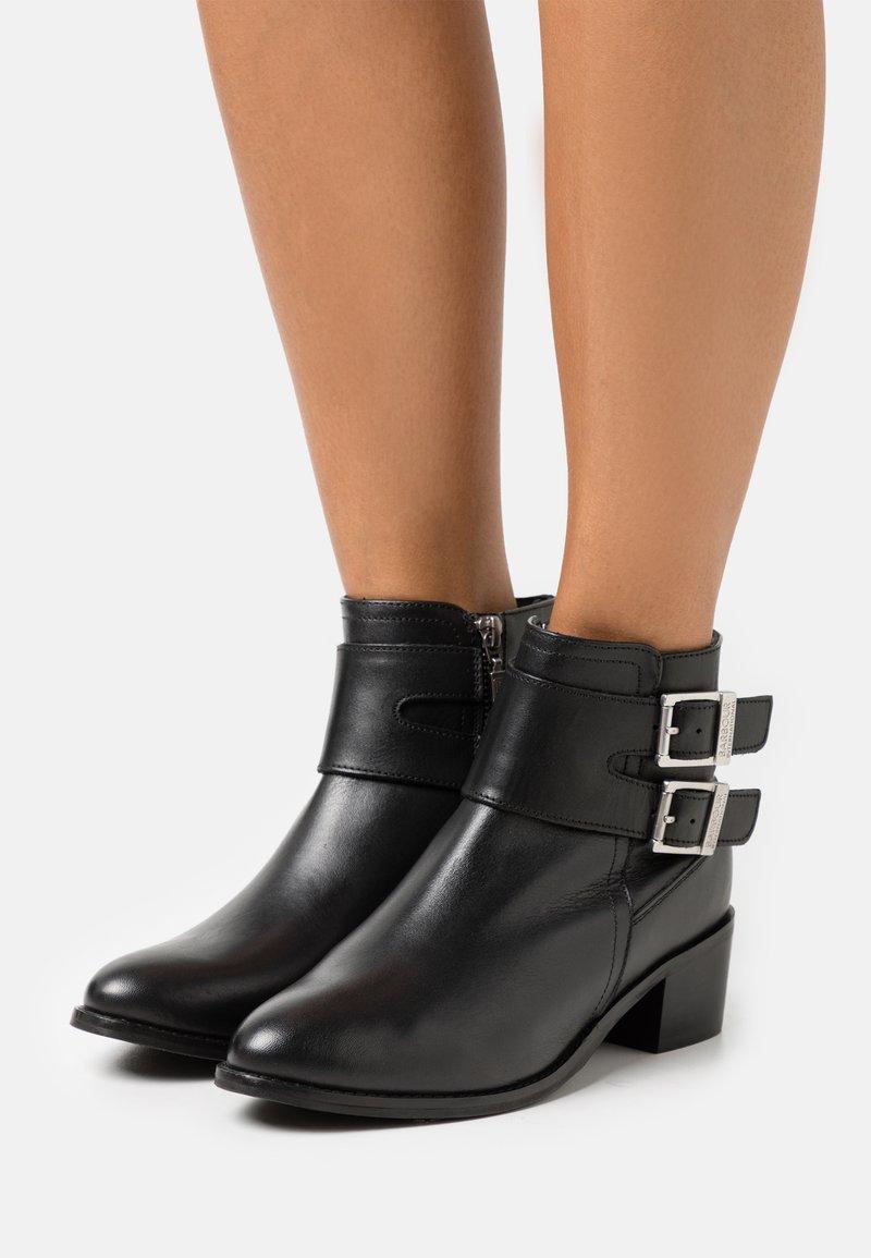 Barbour - INGLEWOOD - Kotníková obuv - black