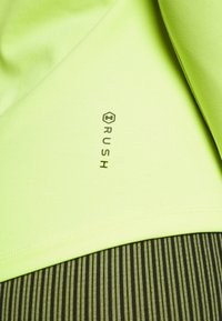 Under Armour - RUSH CREW - Long sleeved top - lime fizz - 5