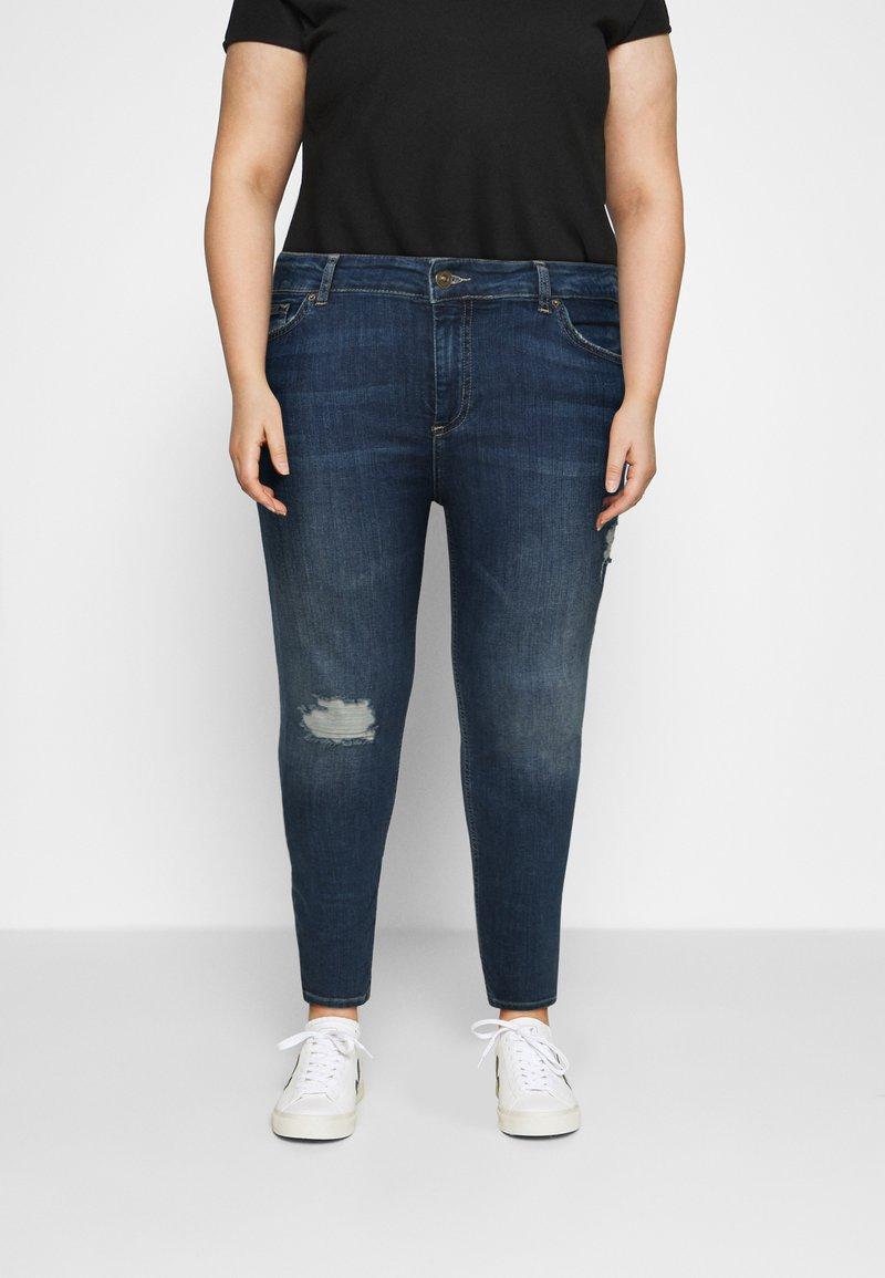 Pieces Curve - PCDELLY - Jeans Skinny Fit - medium blue denim