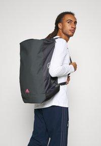 adidas Performance - REAL MADRID SPORTS FOOTBALL DUFFEL BAG UNISEX - Club wear - grey five/white/pink - 0