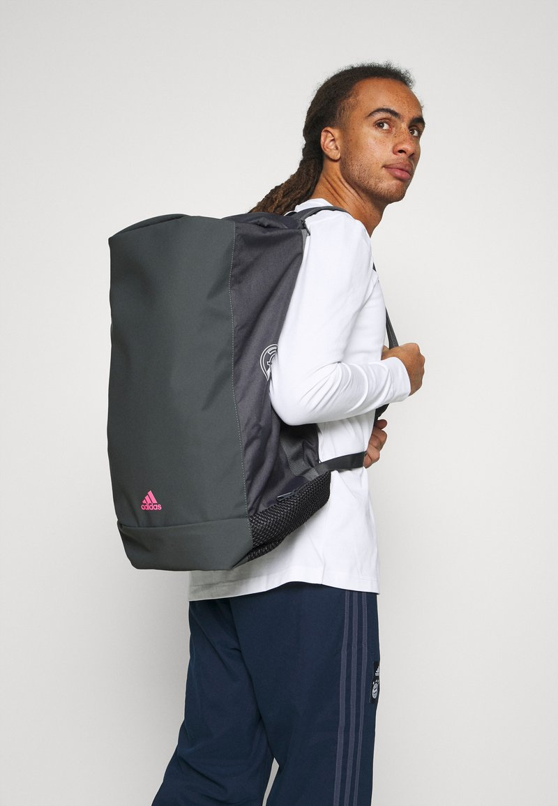 adidas Performance - REAL MADRID SPORTS FOOTBALL DUFFEL BAG UNISEX - Club wear - grey five/white/pink