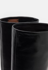 L'Autre Chose - BOOT NO ZIP - Stivali alti - black - 4