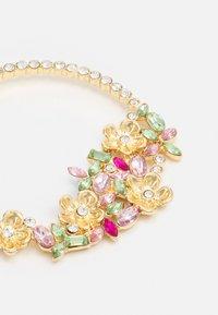 Pieces - PCBUTTAFLA EARRINGS - Øredobber - gold-coloured/multi - 2