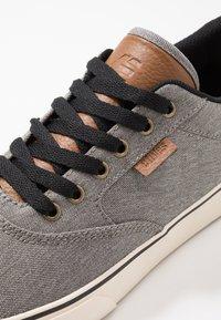 Etnies - BLITZ - Skateskor - grey/brown - 5