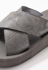 flip*flop - WEDGE CROSS - Heeled mules - steel - 2