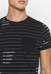 INDICODE JEANS - ECHOLS - T-shirt med print - black - 5