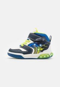 Geox - INEK BOY - Sneakersy wysokie - white/navy - 0