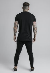 SIKSILK - STRAIGHT HEM CHAIN BOX TEE - T-shirt con stampa - black - 2
