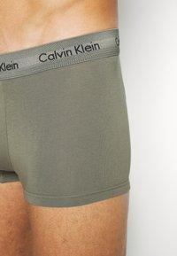 Calvin Klein Underwear - LOW RISE TRUNK 3 PACK - Shorty - lost blue/wild fern/raisin torte - 6