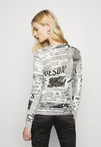 Weekday - MARGERIE LONG SLEEVE - Long sleeved top - white - 2