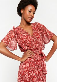 LolaLiza - WITH FLOWER PRINT - Maxi dress - red - 3