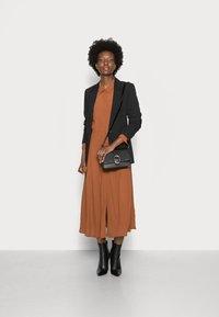 TOM TAILOR DENIM - MIDI DRESS - Maxi dress - amber brown - 1