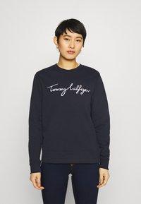 Tommy Hilfiger - REGULAR GRAPHIC - Sweatshirt - blue - 0