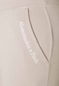 Abercrombie & Fitch - EMBROIDERED LOGO JOGGERS - Tracksuit bottoms - cream - 2