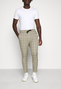 Only & Sons - ONSLINUS CROPPED CHECK PANT - Pantaloni - wind chime - 0