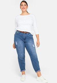 Sheego - Jeans baggy - blue denim - 1
