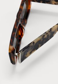 RETROSUPERFUTURE - ISSIMO - Sunglasses - havana