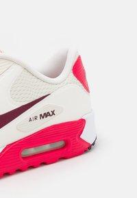 Nike Golf - AIR MAX 90 G - Golfkengät - sail/dark beetroot/fusion red/white - 5