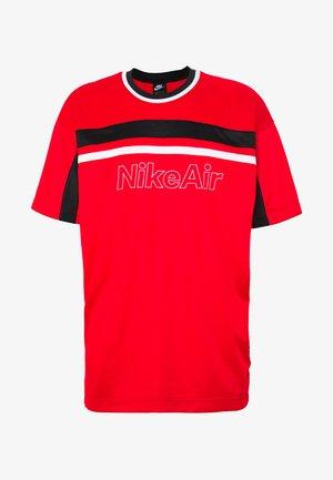 NSW NIKE AIR - T-shirt con stampa - university red/black/white