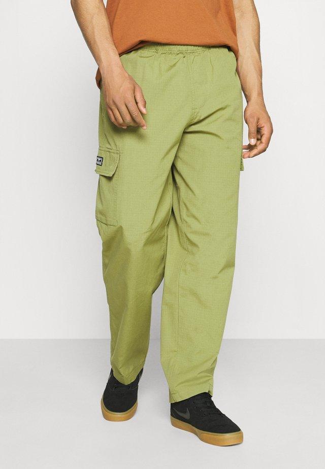 EASY BIG BOY PANT - Pantalones cargo - burnt olive