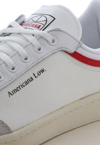 adidas Originals - AMERICANA LOW - Tenisky - ftwr white/glory red/chalk white - 5
