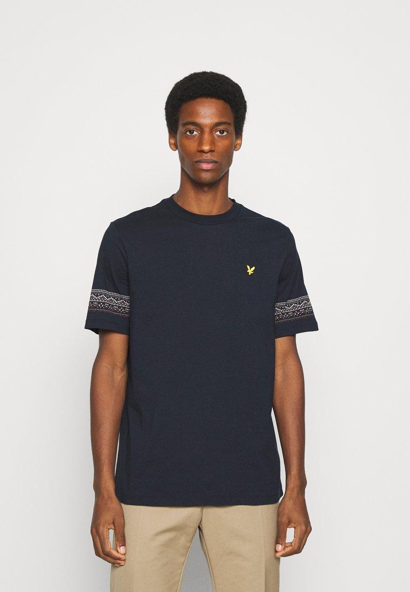 Lyle & Scott - FAIRISLE - T-shirt med print - dark navy