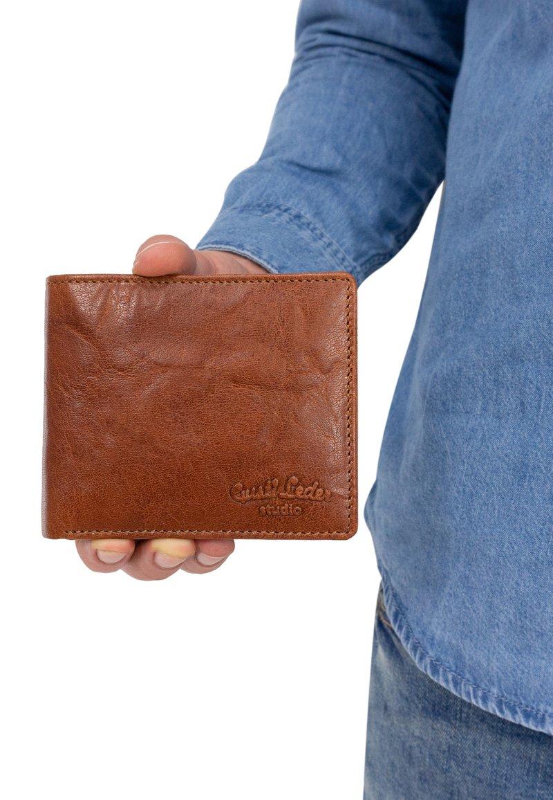 Gusti Leder - Wallet - honigbraun