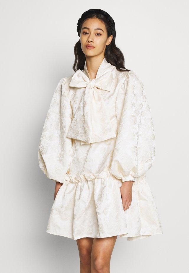 LEADING LADY OVERSIZED MINI DRESS - Robe de soirée - cream
