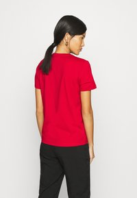 Calvin Klein - CORE LOGO - Print T-shirt - tango red - 2