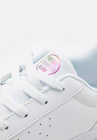 Champion - LOW CUT SHOE ALEXIA - Sports shoes - white/pink - 5