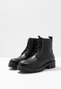 Vagabond - KENOVA - Šněrovací kotníkové boty - black - 4