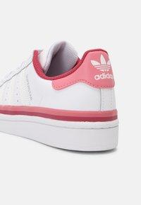 adidas Originals - SUPERSTAR UNISEX - Joggesko - white - 4