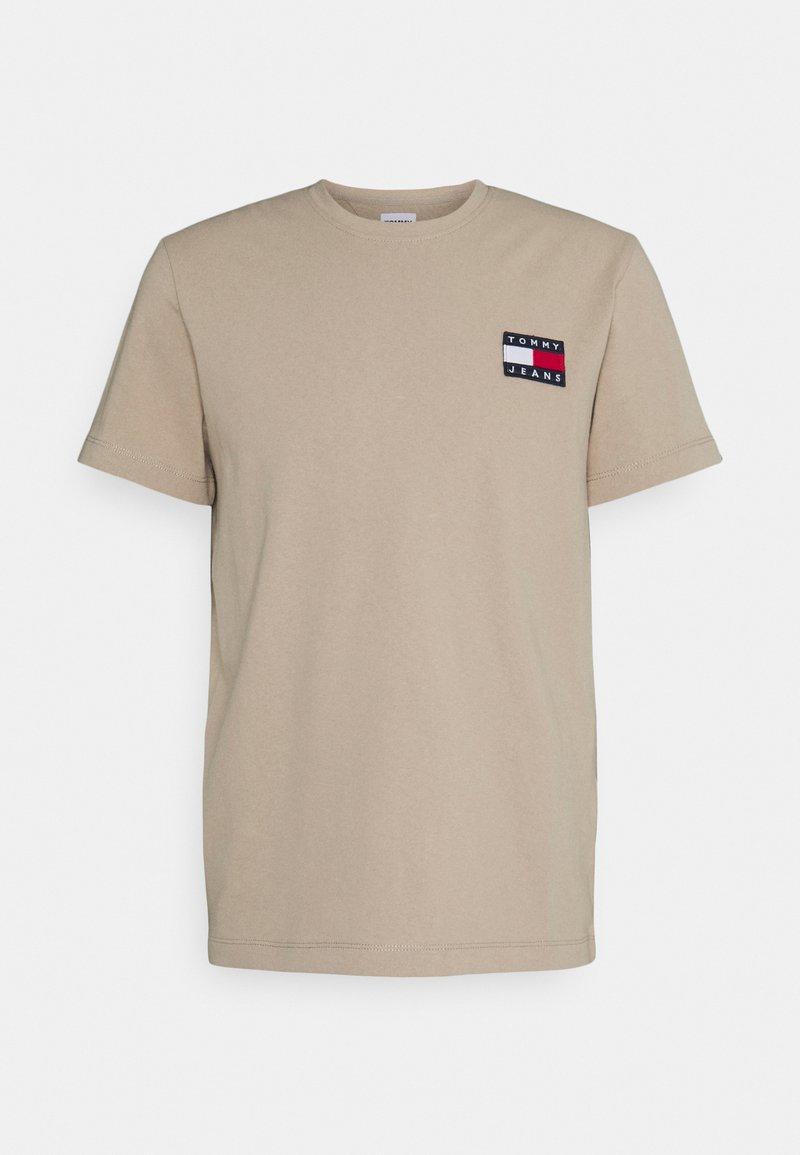 Tommy Jeans - BADGE TEE - T-shirt imprimé - soft beige
