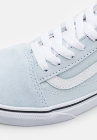 Vans - OLD SKOOL UNISEX - Trainers - ballad blue/true white - 5