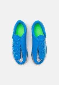 Nike Performance - JR PHANTOM GT CLUB TF UNISEX - Astro turf trainers - photo blue/metallic silver/rage green - 3