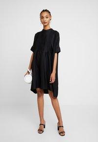 Selected Femme - SLFVIOLA OVERSIZE DRESS - Košilové šaty - black - 2