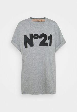 BOXY LOGO TEE - Print T-shirt - grey