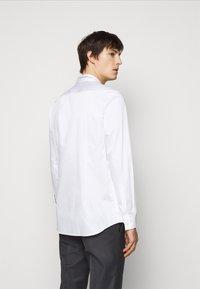 HUGO - KEEFE  - Formální košile - open white - 2
