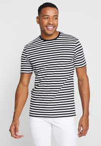 Only & Sons - ONSJAMIE LIFE SS STRIPE REG TEE NOO - Print T-shirt - dark navy - 0