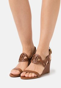 Lauren Ralph Lauren - AMILEA - Wedge sandals - deep saddle tan - 0