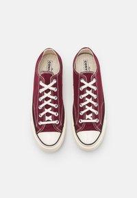 Converse - CHUCK 70 RECYCLED UNISEX - Sneakersy niskie - deep bordeaux/egret/black - 3