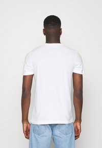 Abercrombie & Fitch - 3 PACK - T-shirt med print - white/navy/red - 2