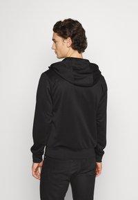 Nike Sportswear - REPEAT HOODIE - Sudadera con cremallera - black/reflective silver - 2