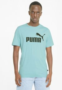 Puma - ESSENTIALS LOGO MAND - Print T-shirt - blue - 0