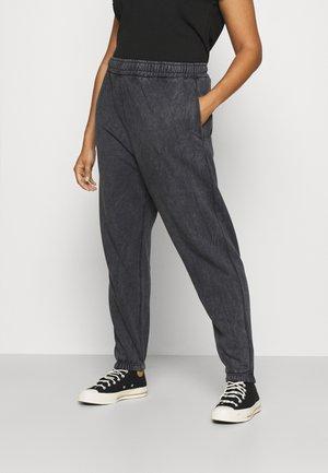 PLUS ACID WASH  - Teplákové kalhoty - charcoal