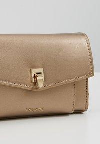 Inyati - AMELIE - Bum bag - bronze metallic - 7